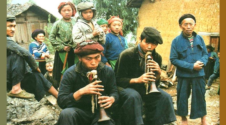 Co-Lao men Kea - Holylandvietnamstudies.com کھیل رہے ہیں