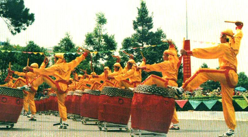 Хоаның барабан биі - Holylandvietnamstudies.com
